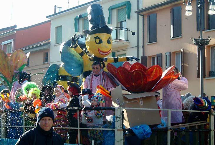 Carnevale con le maschere e i giocolieri ma senza i carri a Medicina, la decisione dopo la tragedia di Bologna