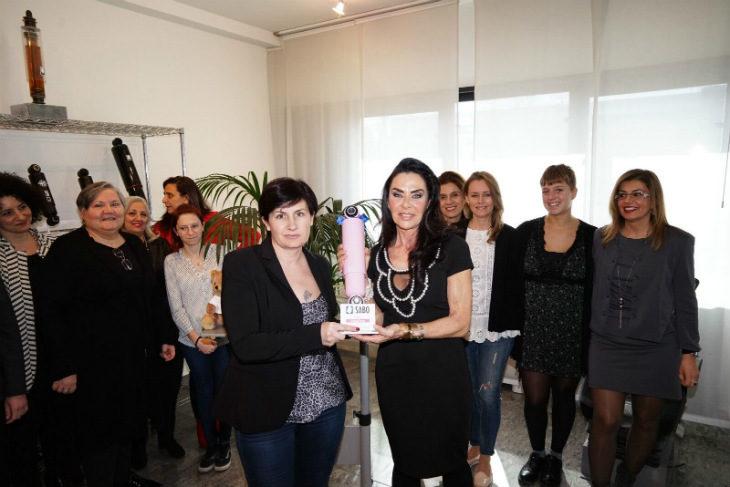 """Ad Alessandra Lucaroni il premio per la """"camionista dell'anno', messo in palio dal Roberto Nuti Group di Castel Guelfo"""