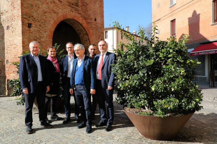 Dopo le rotatorie, ora a Imola si adottano anche le fioriere del centro città per migliorare il decoro urbano