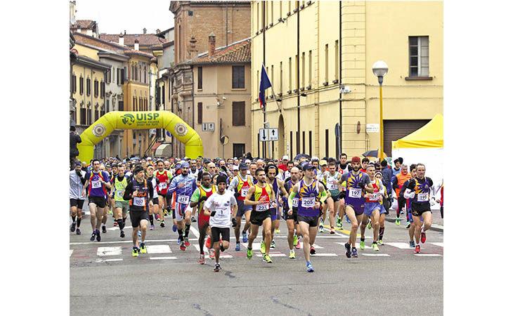 Maratonina e passeggiate ecologiche domani per la 45^ «Corri con l'Avis»