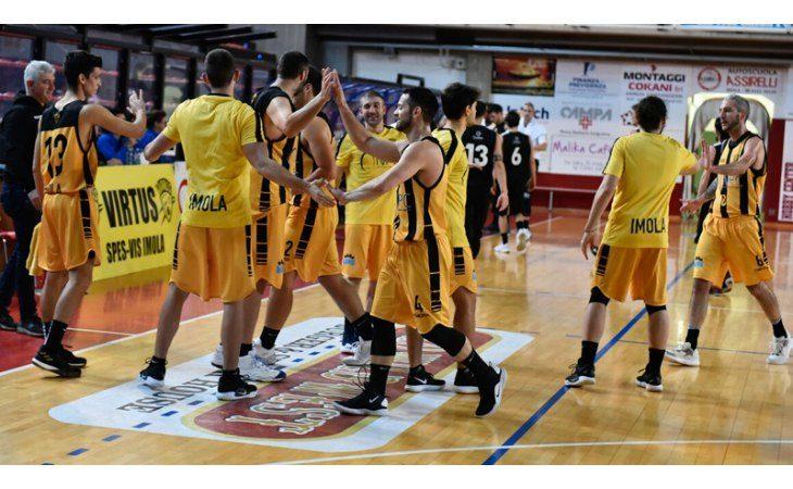Basket C Gold, tra polemiche e colpi proibiti la Vsv Imola fa suo il derby contro Castel Guelfo