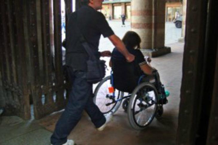 Non autosufficienza, più che raddoppiati in dieci anni i disabili assistiti a domicilio e nelle strutture del territorio