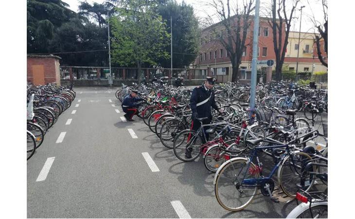 Rubano bici a Imola, denunciati grazie alle telecamere di sorveglianza pubblica