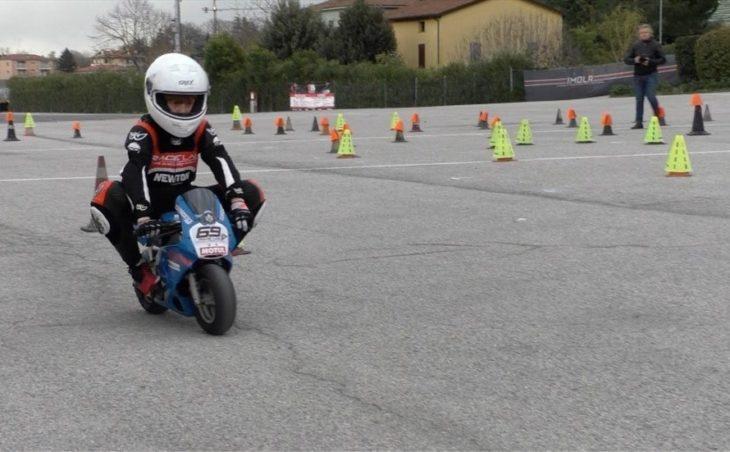 Imparare il motociclismo fin dalle minimoto. Anche a Imola il progetto Fmi