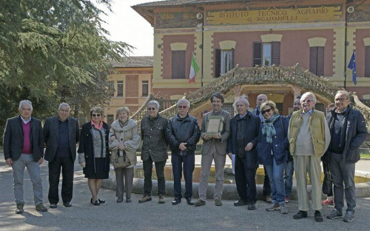 Consegnato al dirigente dell'Istituto agrario Scarabelli di Imola un erbario del 1942 realizzato all'interno della scuola stessa