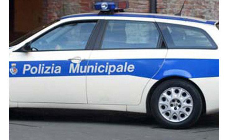 Auto esce di strada sulla Lughese, feriti quattro giovani