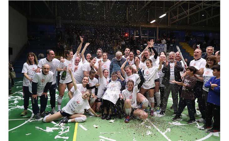 Pallavolo B2 femminile, la Clai Imola fa suo il derby con la Vtb Ozzano e festeggia la promozione