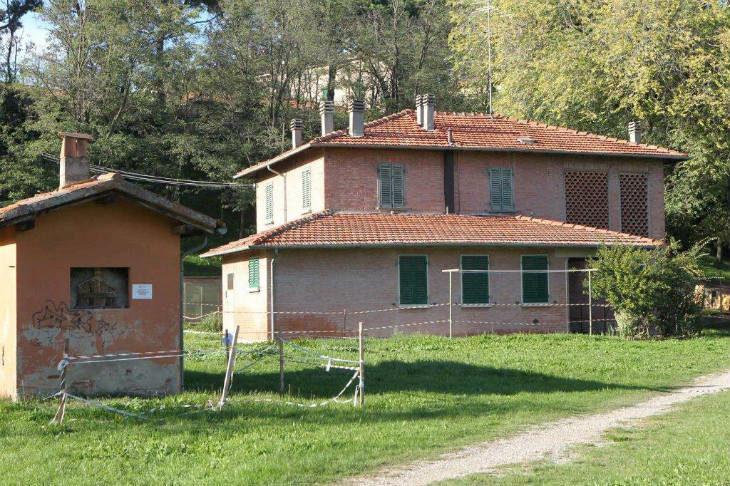 """Solaris realizzerà quattro alloggi Erp al posto della """"casetta di Felicino', l'immobile di via Carducci vuoto da anni"""