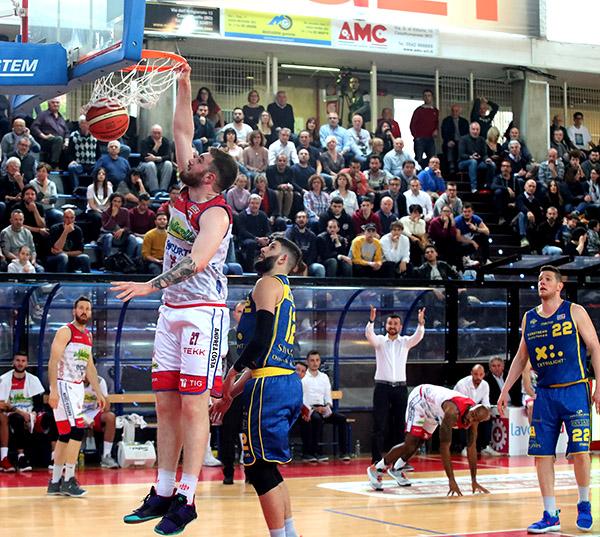 Basket A2: Le Naturelle onorano il PalaRuggi, Montegranaro si gioca il secondo posto