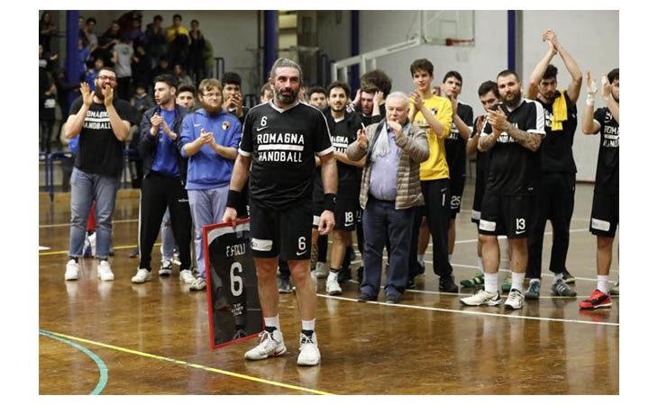 Pallamano A2, il Romagna supera Camerano ma gli applausi sono tutti per Fabrizio Folli