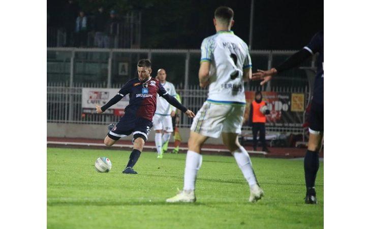 """Calcio serie C, un'Imolese """"bella di notte"""" schianta in diretta Rai la Feralpisalò"""