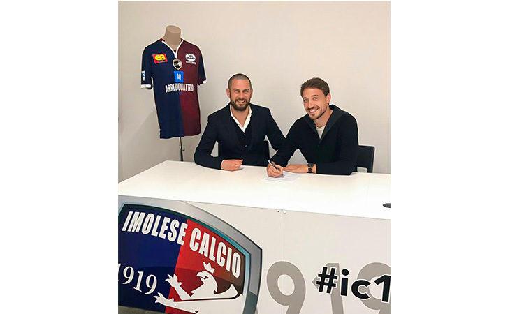 Calcio serie C, l'Imolese blinda la difesa con il rinnovo di Lorenzo Checchi