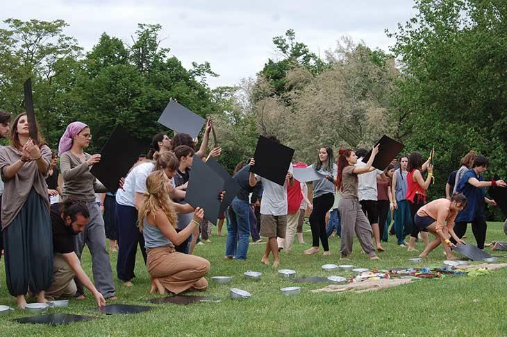 Canto Desaparecido dedicato alle madri di Plaza de Mayo per il Cantamaggio a Medicina