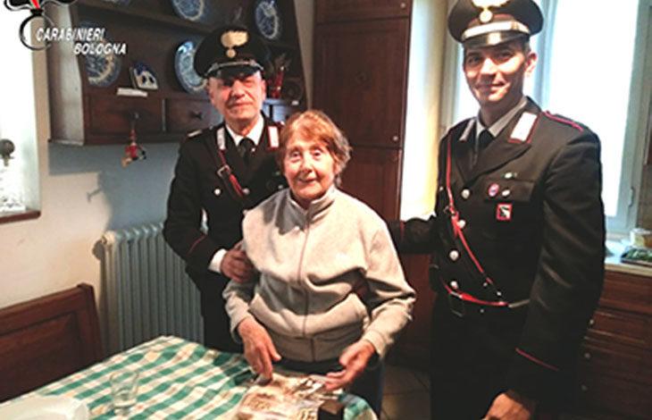 Incendio alla canna fumaria di un'abitazione a Osteria Grande, i carabinieri salvano un'anziana