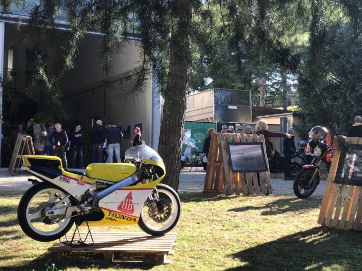 """""""Vite in piega' a Imola, la mostra fotografica di Fabrizio Porrozzi, Massimo Oliana e Atti Lauro – il video-racconto"""