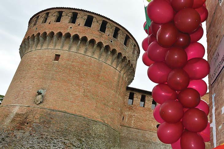 Degustazioni, stand, camminate e gara competitiva con la festa del vino a Dozza