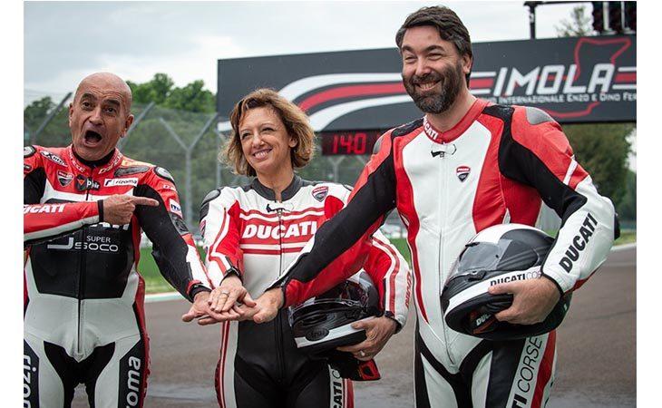 «200 Miglia di Imola Revival», giro di pista su una Ducati per il presidente di Formula Imola Selvatico Estense. IL VIDEO