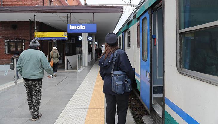 Maltempo, esonda il Savio, treni fermi tra Faenza e Cesena, ritardi e problemi sulla linea Bologna-Rimini