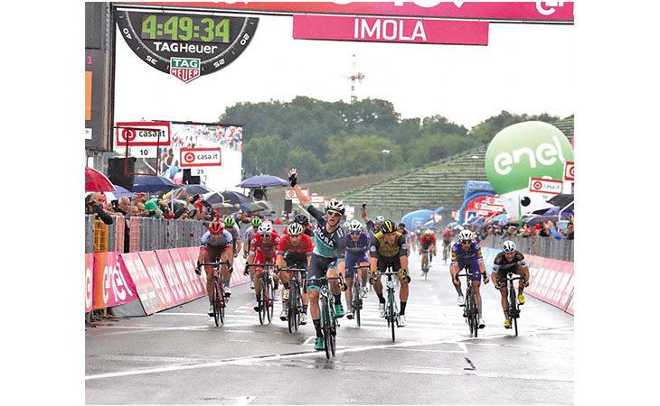 Ciclismo, Giro d'Italia tra Sesto e Villa Fontana. C'è uno «Squalo» sulla San Vitale, previste interruzioni alla circolazione