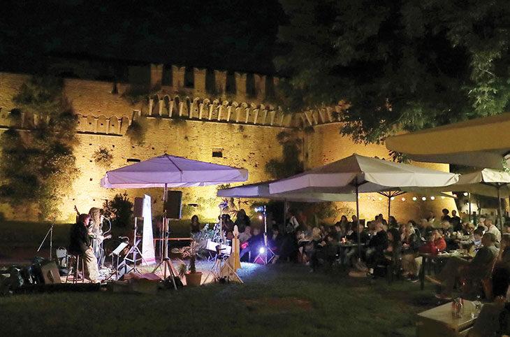 Ritorna da domani sera «La vena del jazz» nel chiosco vicino alla Rocca di Imola