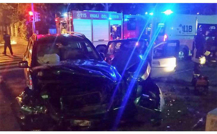 Schianto nella notte all'incrocio tra via Pirandello e viale Dante, ferite quattro persone