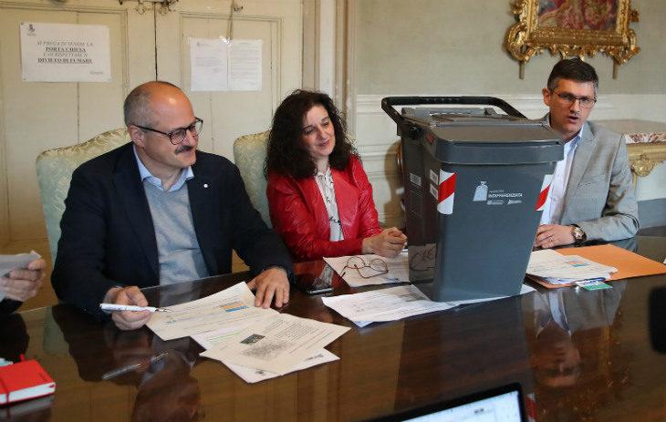 Cambia la raccolta rifiuti in centro a Imola: dall'8 luglio via al porta-a-porta per 5.300 utenze
