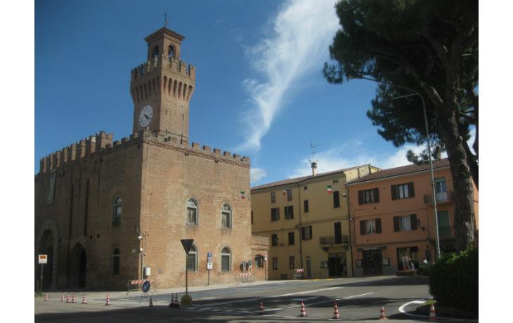 Piazza Galvani e piazza Martiri Partigiani, conclusi a fine maggio a Castello i lavori di riqualificazione