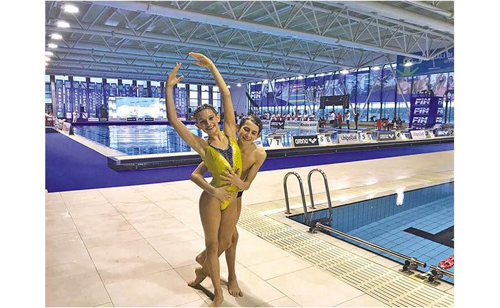 Nuoto sincronizzato, bronzo d'inverno e d'estate: Gabriele Minak sul podio tricolore del «duo misto»