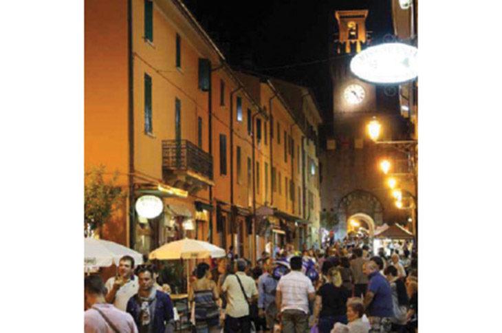 Il Giugno Castellano inizia con il festival dello street food e con le risate di Sgabanaza
