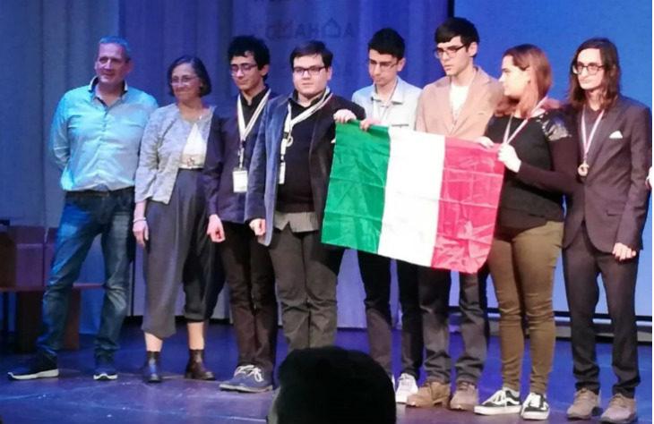 """Medaglia di bronzo alle Olimpiadi di informatica di Mosca per le """"Arachidi veloci' del liceo tecnologico Alberghetti"""