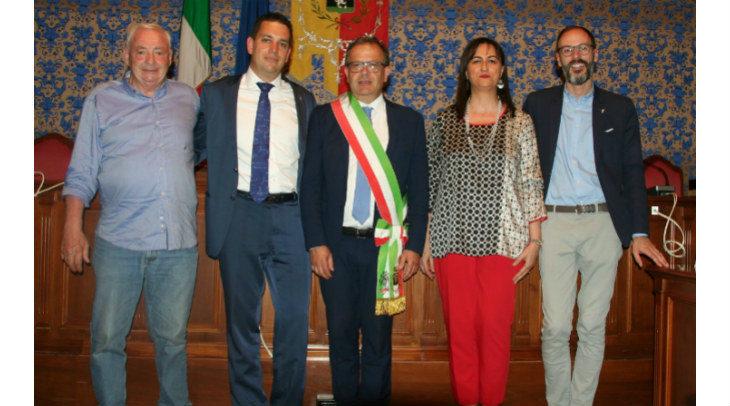 Il sindaco Fausto Tinti ha presentato ufficialmente la sua Giunta: tre novità e due conferme, il vice è Andrea Bondi