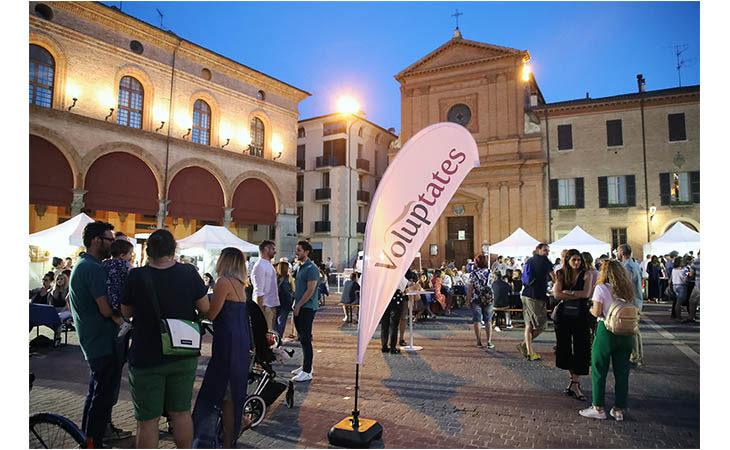 «Voluptates E…state»: street food, grandi vini e… Moka Club nel centro storico di Imola. IL VIDEO