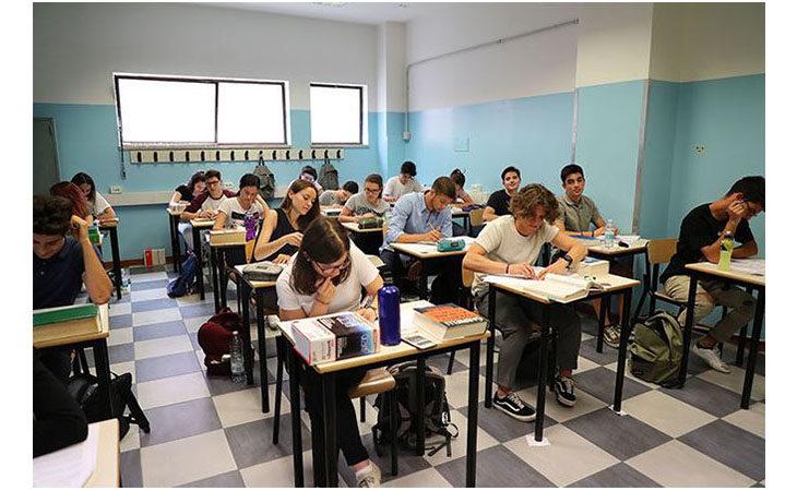 Domani la prova d'italiano dell'esame di Maturità, la polizia contro fake news e leggende metropolitane