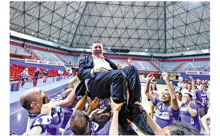 Basket, Il coach castellano Stefano Salieri è volato in A2 con Orzinuovi. L'INTERVISTA