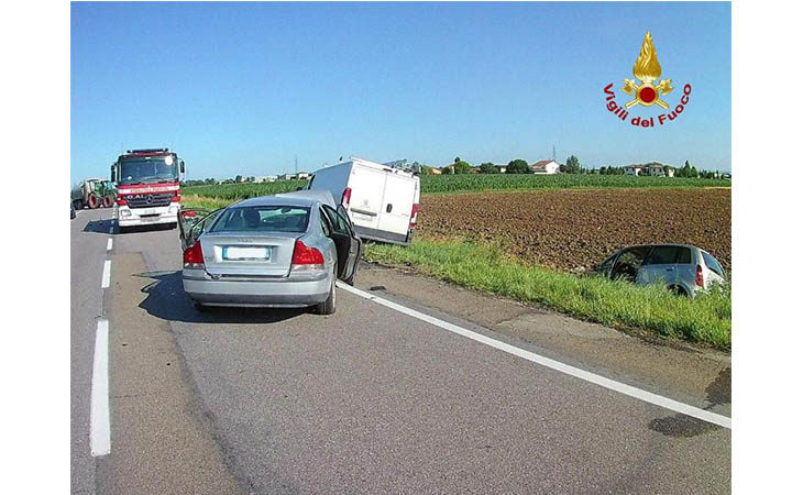 Violento frontale sulla Trasversale di Pianura a Medicina, feriti due automobilisti