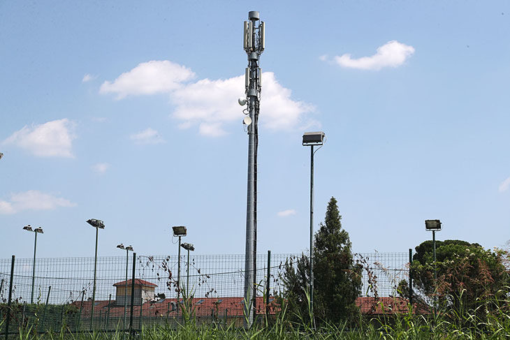 Antenne per la telefonia mobile, incontro con i cittadini, Iliad continua a chiedere nuovi impianti