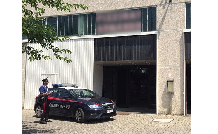 Carabinieri sventano un furto in un negozio all'ingrosso di generi alimentari