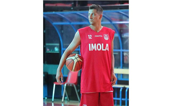 Il capitano dell'Andrea Costa Patricio Prato dice addio al basket. IL VIDEO