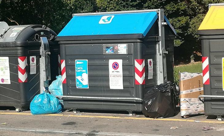 Telecamere contro l'abbandono dei rifiuti fuori dai cassonetti, il Comune investe 60.000 euro