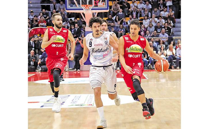 Il capitano dell'Andrea Costa Patricio Prato e l'addio al basket: «Fiero della mia carriera, Imola mi resterà nel cuore»