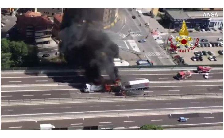 Incidente in A14 a Borgo Panigale, camion in fiamme e una vittima. Dopo ore riaperta la carreggiata nord