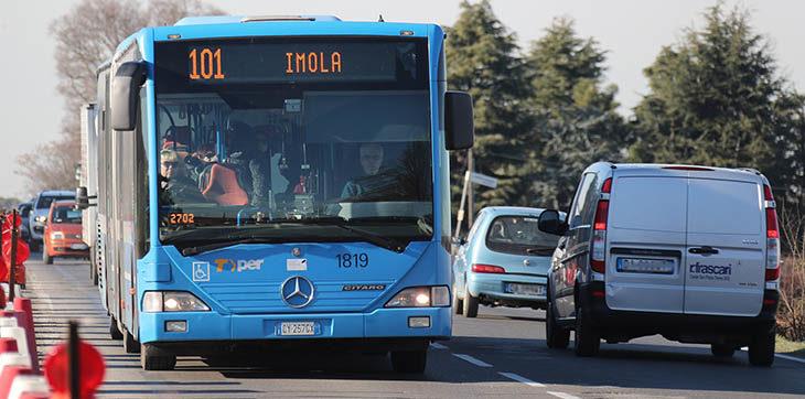 Nuove tariffe per gli autobus, biglietti più cari ma vantaggi per gli abbonati del trasporto pubblico