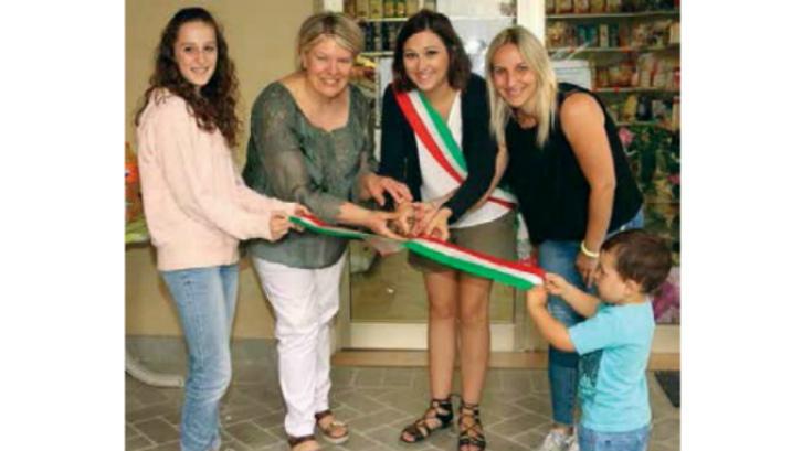Riaperto a Sassoleone il negozio di generi alimentari grazie al coraggio di Monica e Valentina