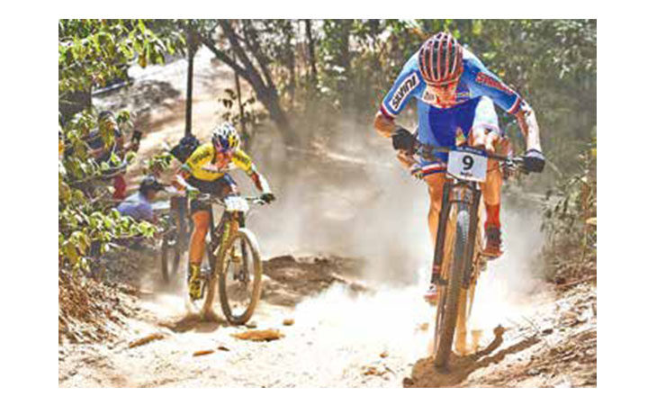 Mondiale E-Bike, la gara di bici elettriche «vietata» ai ciclisti sulla pista da cross