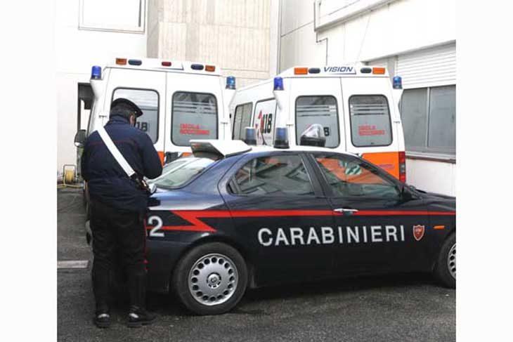 Minaccia col coltello un'infermiera, denunciato dai carabinieri