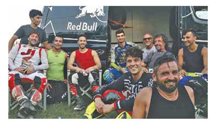 Il compleanno «speciale» di Valter Bartolini tra cross e gli amici Dovizioso, Petrucci, Savadori e Salvini