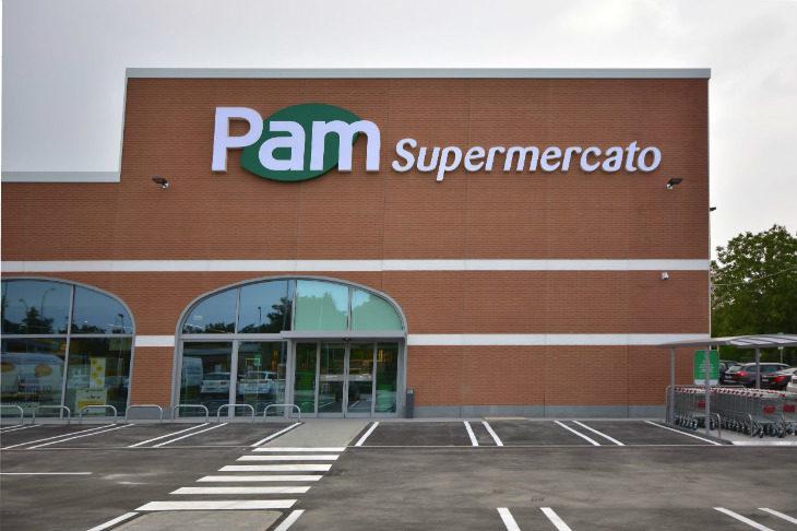 Inaugurato a Castel San Pietro il nuovo supermercato Pam all'interno di un edificio completamente ristrutturato