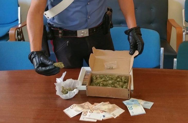 Vendono droga a minore, arrestate due persone
