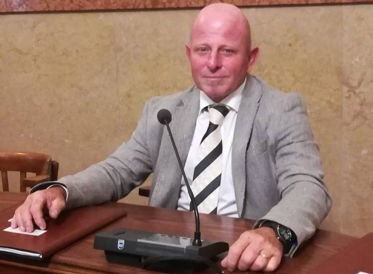 """Il Movimento 5 stelle chiede le dimissioni di Fabiano Cavina. La replica è secca: """"No a fedelissimi del sindaco'"""