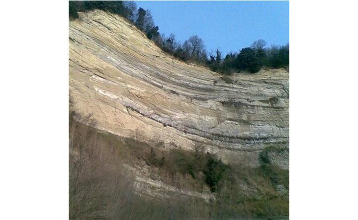 Frana alla Riva dei cavalli, area transennata. Il sindaco di Fontanelice Meluzzi: «Servirebbe una strada alternativa»
